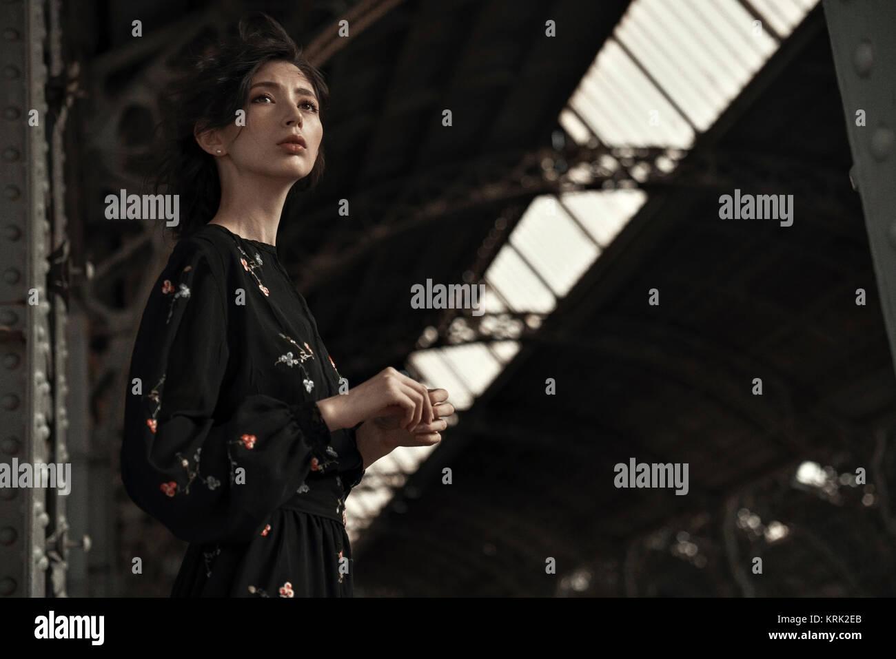 Caucasian woman waiting at train station - Stock Image