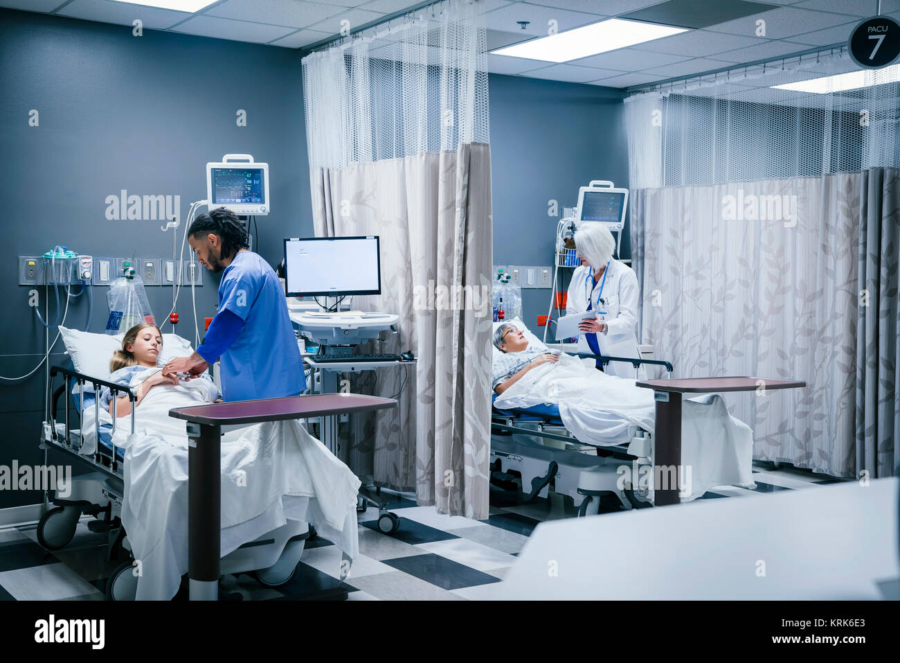 Doctor and nurse with patients in hospital - Stock Image