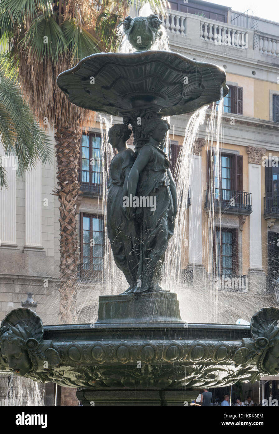 Water flowing on fountain in city - Stock Image