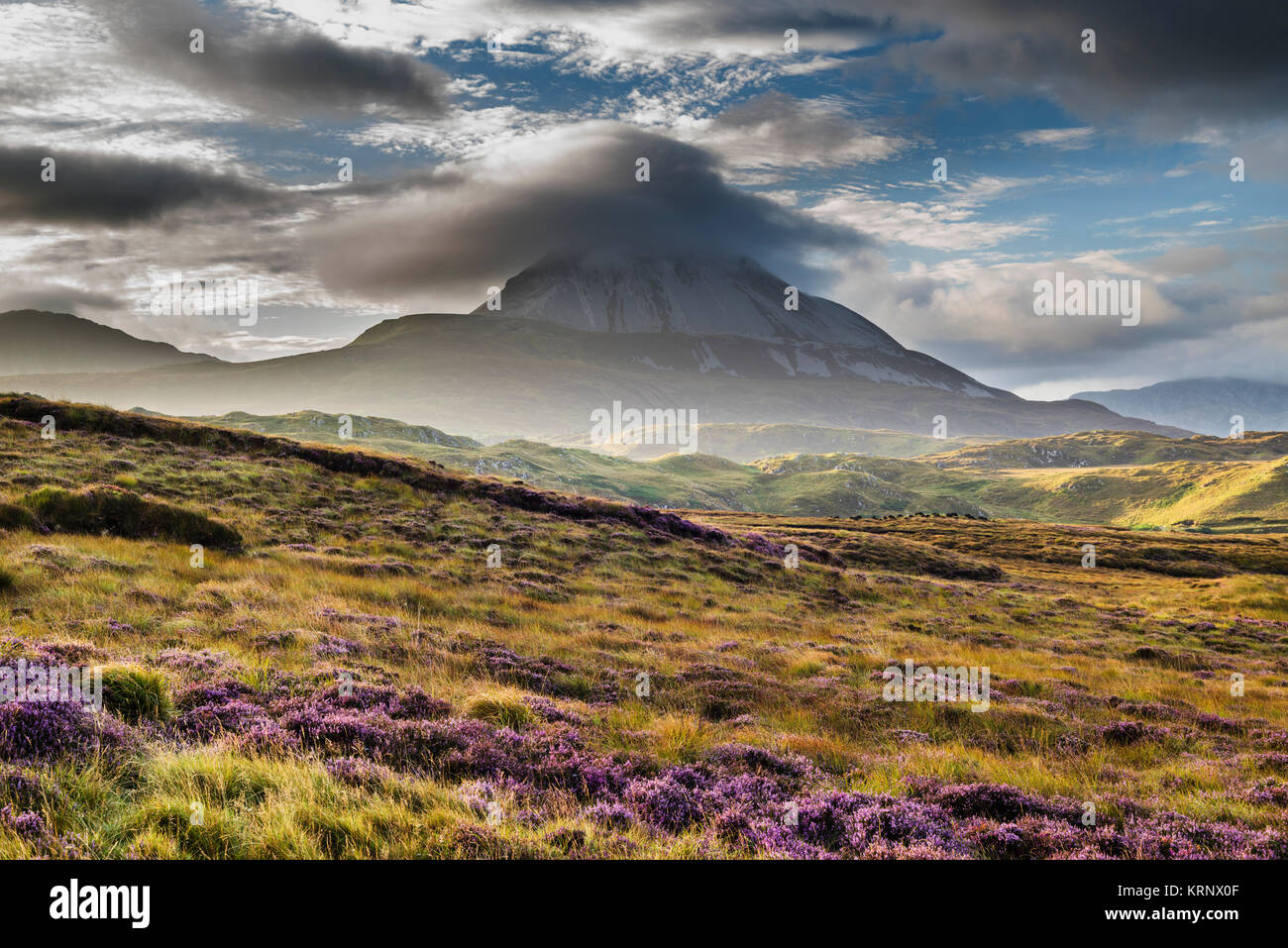 looking-towards-mount-errigal-one-of-irelands-most-iconic-mountains-KRNX0F.jpg