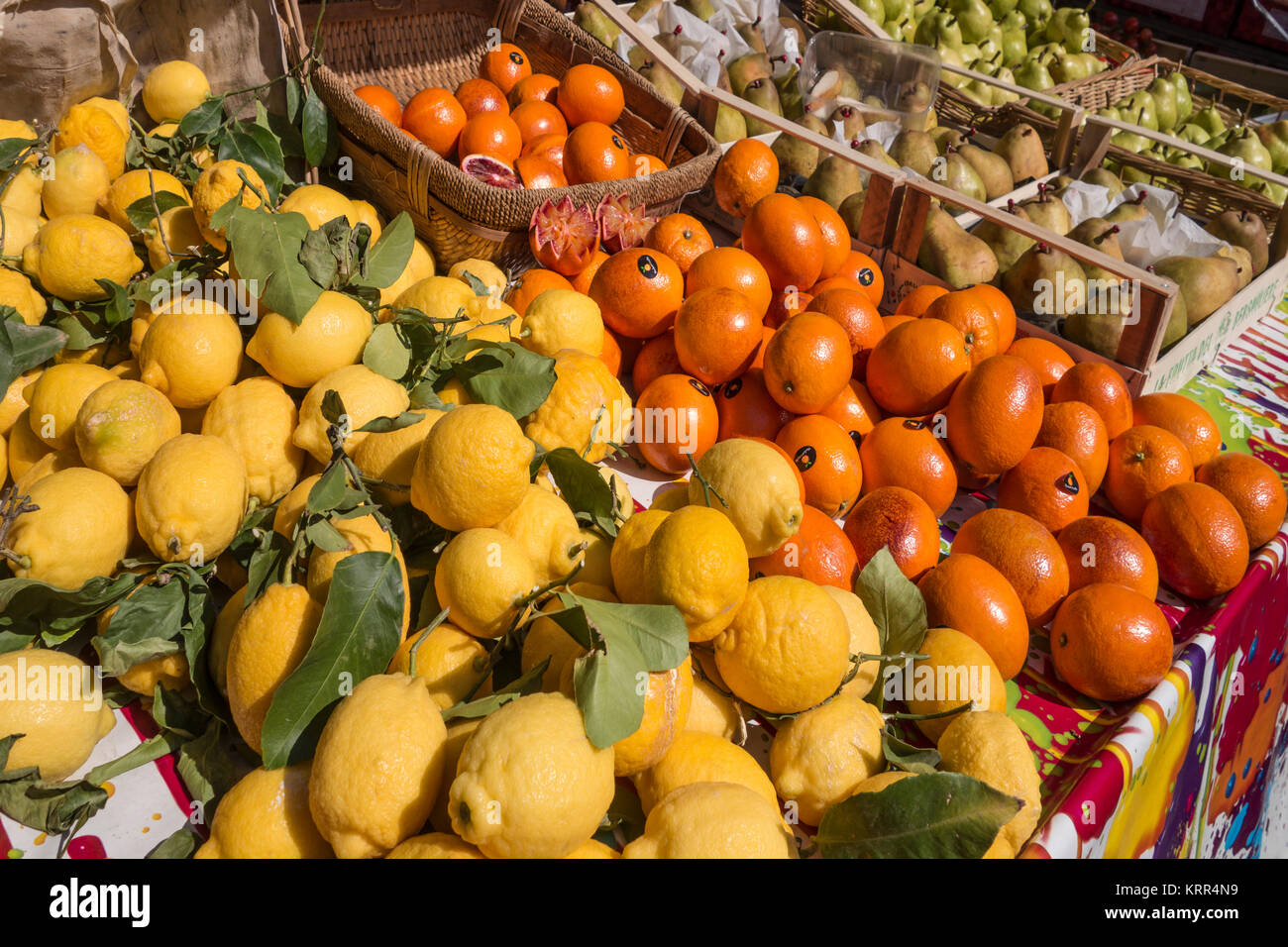 Citrone and Orange at Market Stall, Nice, Alpes Maritimes, Provence, French Riviera, Mediterranean, France, Europe, - Stock Image
