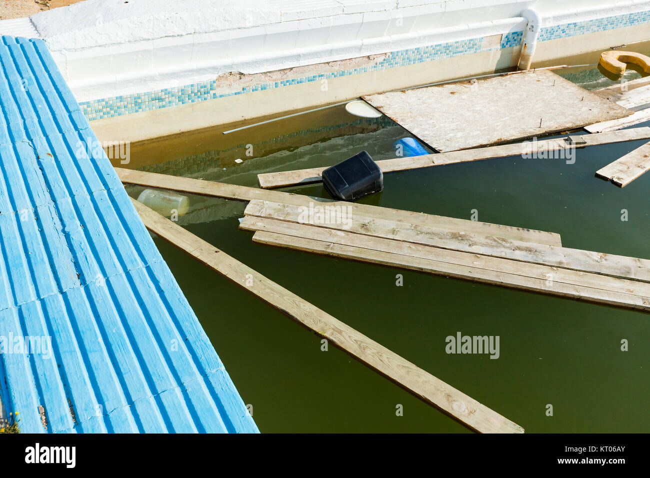 Abandoned Swimming Pool Holiday Camp Isle Of Wight Uk Stock Photo 169650067 Alamy