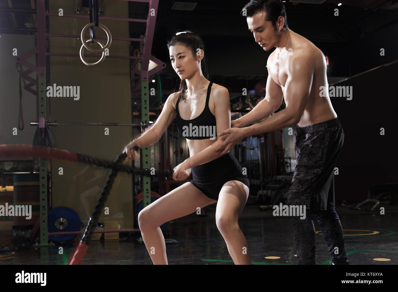 Coaches guide young women's fitness - Stock Image
