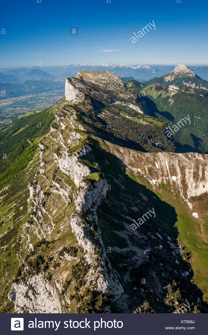 aerial-view-of-the-col-de-bellefont-bell