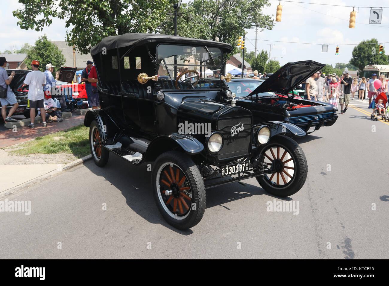 1920 39 s car city stock photos 1920 39 s car city stock for Mercedes benz of centerville washington township oh