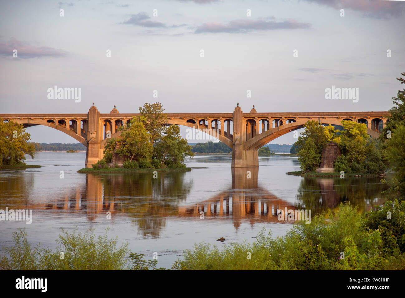 Veterans Memorial Bridge over the Susquehanna River, spanning Wrightsville PA and Columbia PA - Stock Image