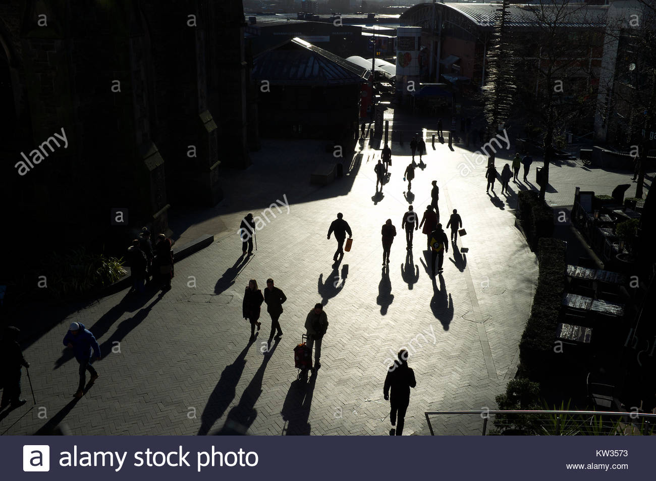 stmartins-square-silhouettes-shadows-of-