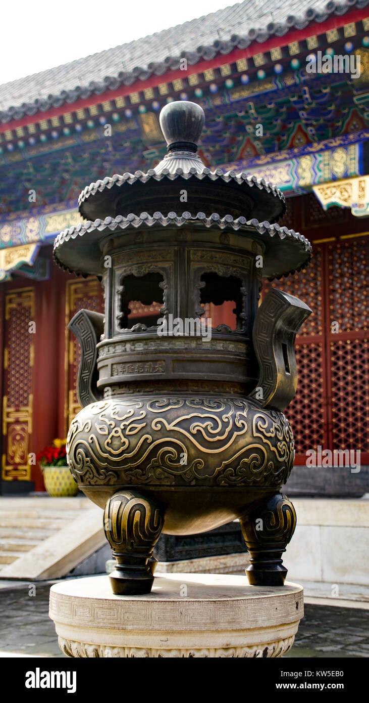 Bronze incense burner at the Hall of Benevolence and Longevity, Summer Palace, Beijing, China - Stock Image