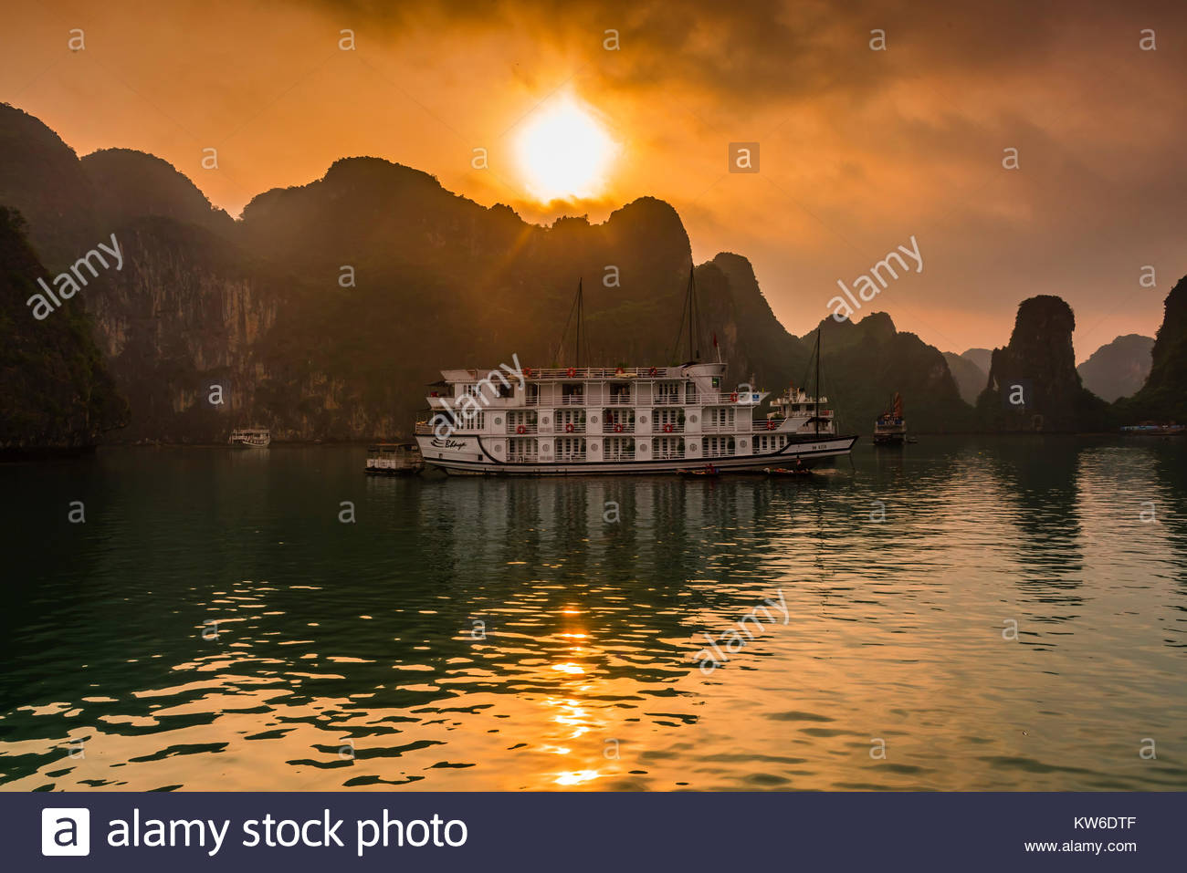 Halong Bay, North Vietnam. The bay features 3,000  limestone and dolomite karsts and islets in various shapes and - Stock Image