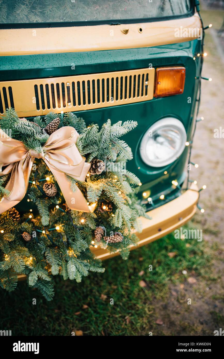 Christmas wreath on vintage van - Stock Image