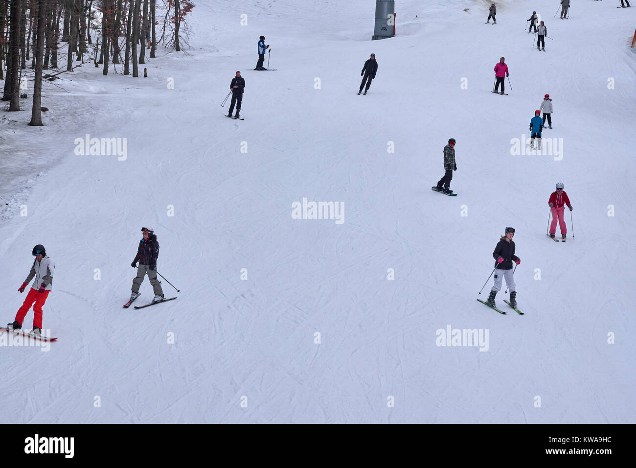 WINTERBERG, GERMANY - FEBRUARY 16, 2017: Many skiers and snowboarders on a piste at Ski Carousel Winterberg - Stock Image