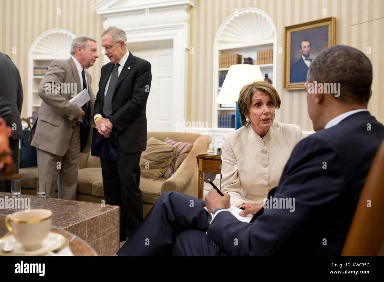 President Obama talks with House Minority Leader Nancy Pelosi, July 11, 2012. At left, Senate Majority Whip Dick - Stock Image