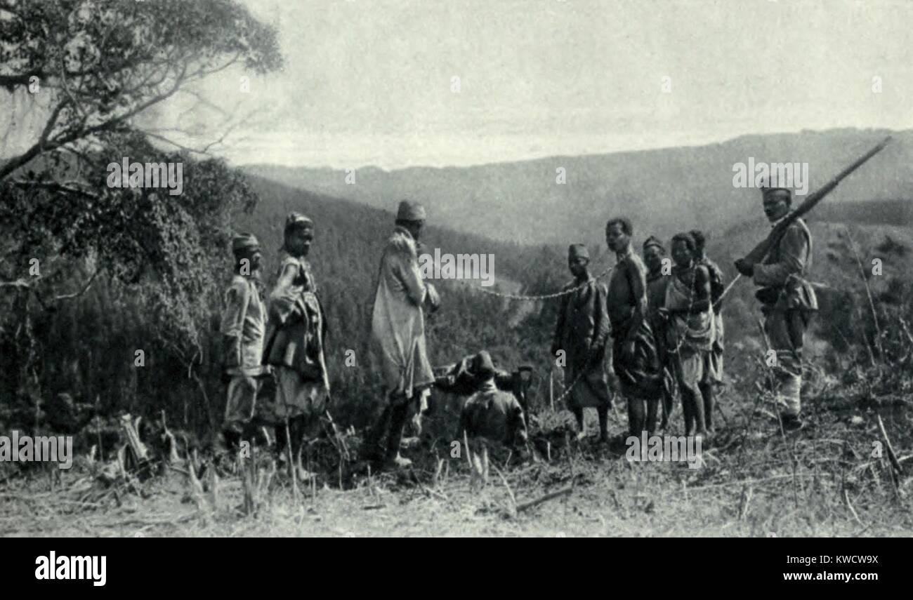 World War 1 in Africa. German Askari (native) soldiers with a chain gang of re-captured German Askari deserters - Stock Image