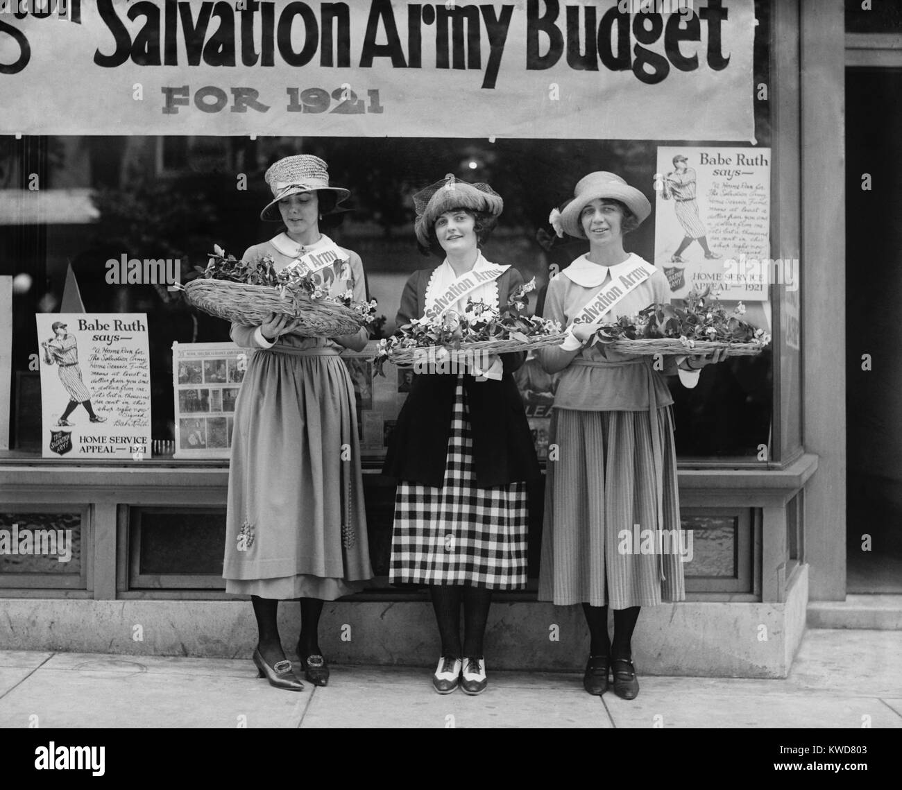 Young Women volunteers called the Salvation Army House Girls, 1921. Washington, D.C. (BSLOC_2015_16_230) - Stock Image