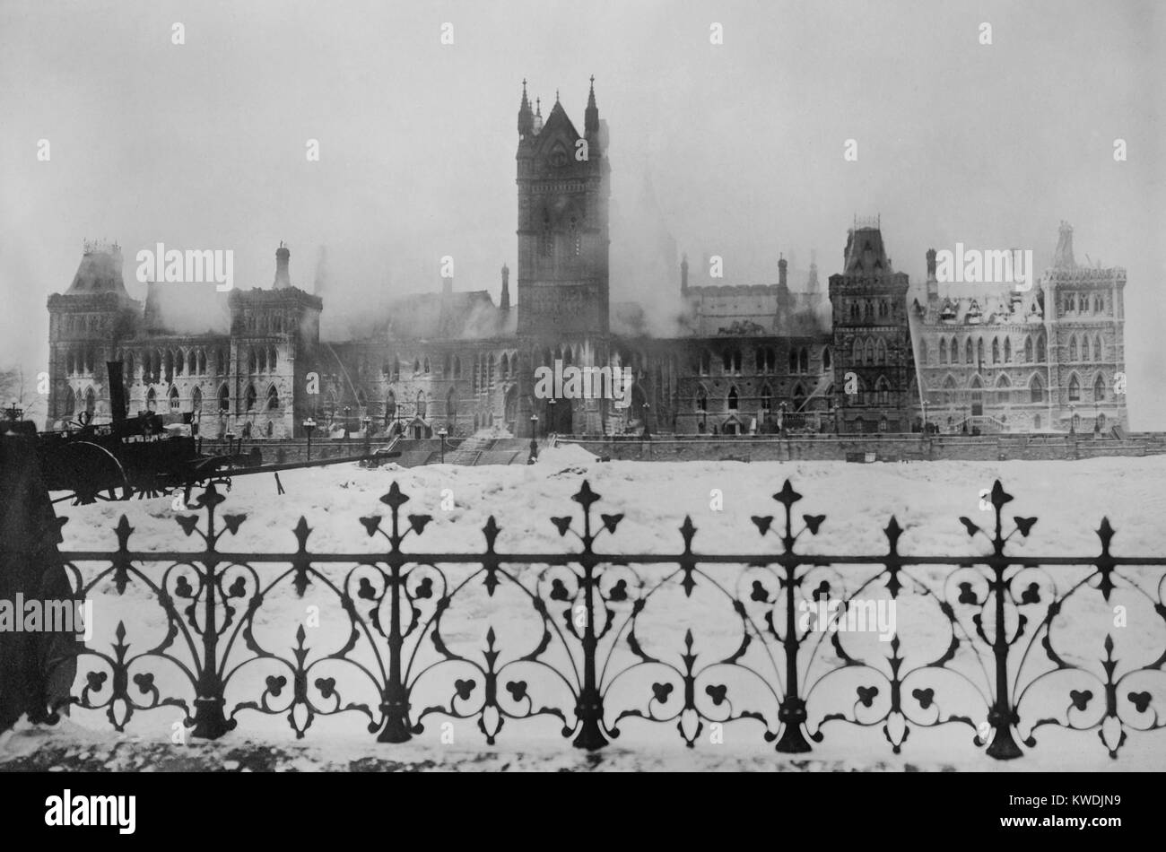 Ruins of the Canadian Parliament building in Ottawa, after a fire on the night of Feb. 3, 1916. Firemen continue - Stock Image