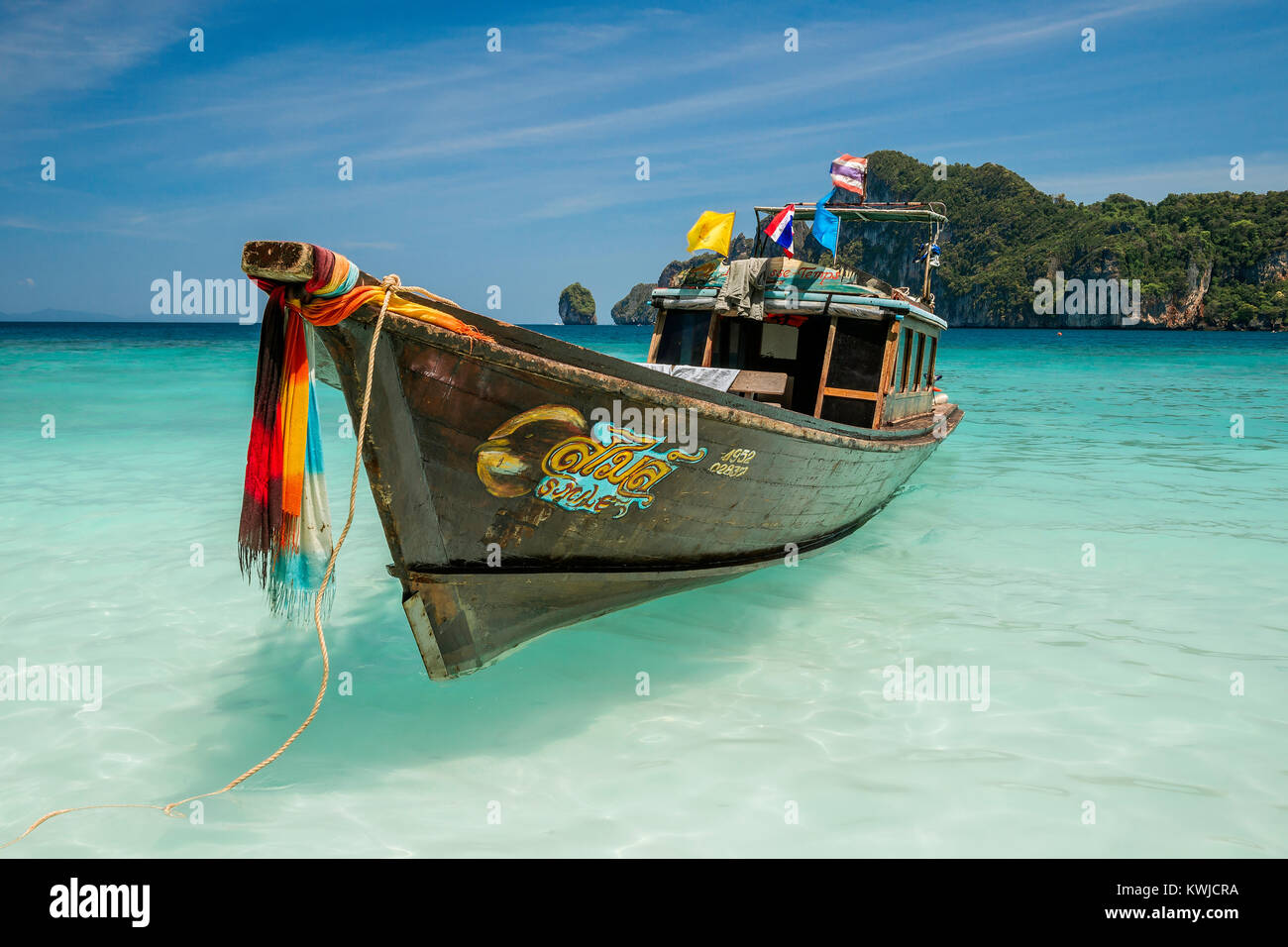 thailand-long-tail-boat-in-lodalum-bay-k