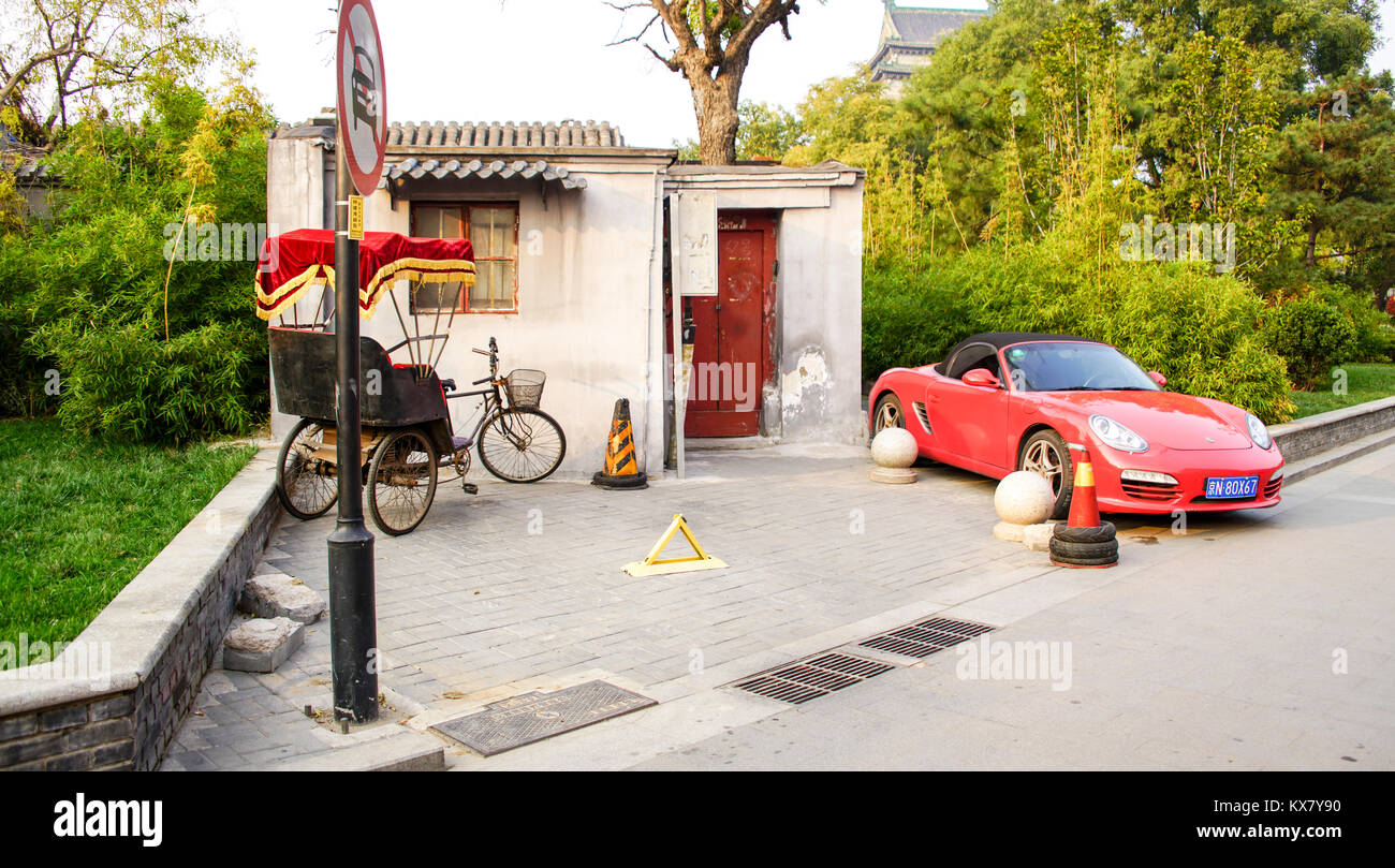 A dwelling at the entrance to a hutong in Beijing, China - Stock Image