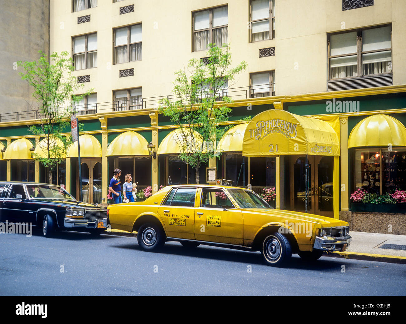 May 1982,New York,parked yellow taxi,The Rendez-vous café bistrot restaurant,couple,Manhattan,New york City,NY,NYC,USA, - Stock Image