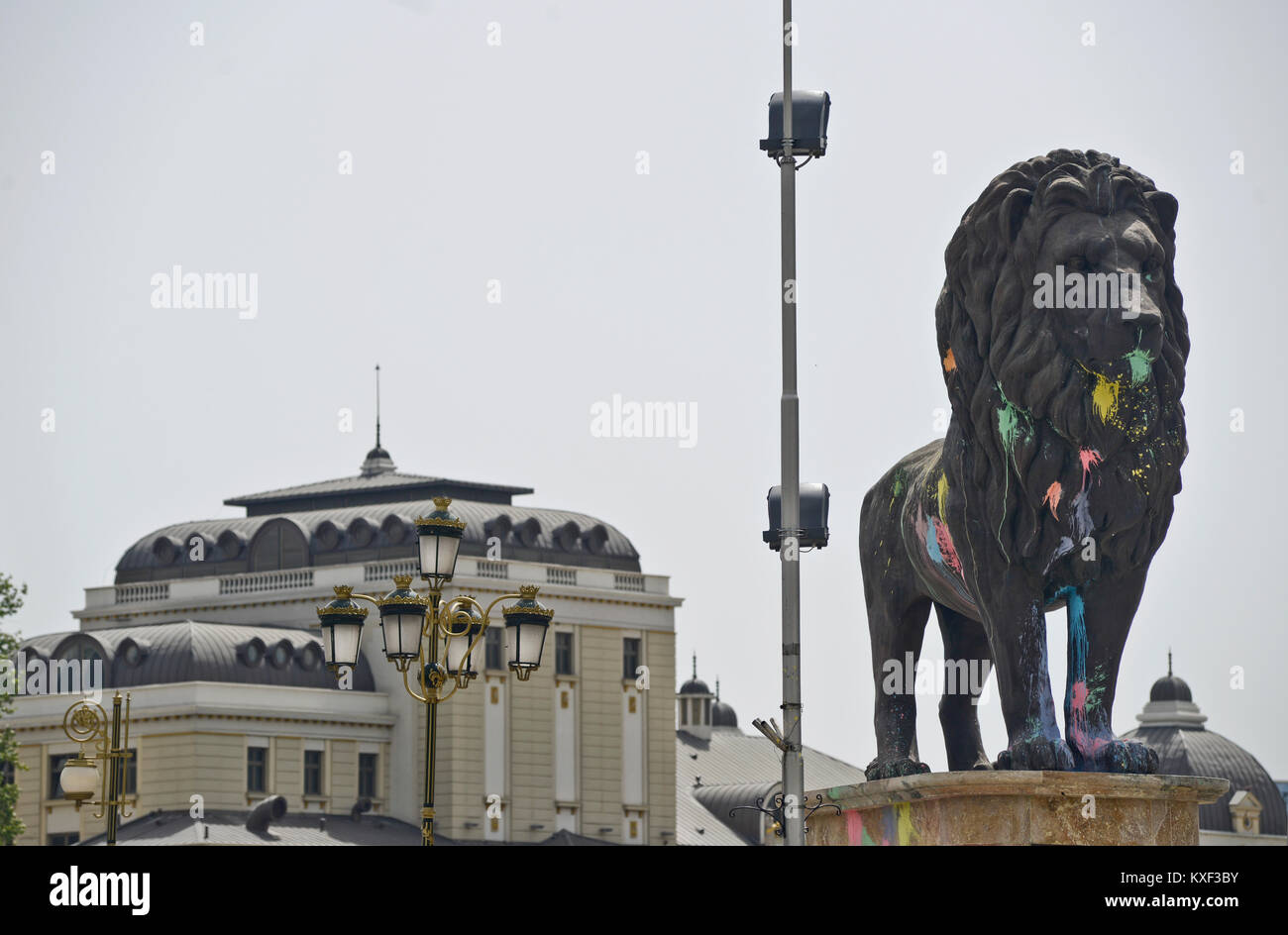 A lion statue vandalized by protesters. Skopje, Macedonia - Stock Image