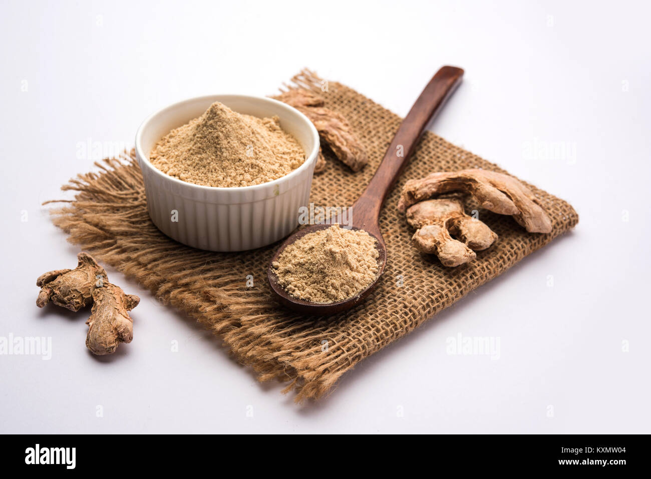 Ginger powder with dried Ginger also known as Sunth or Sonth in India - Stock Image