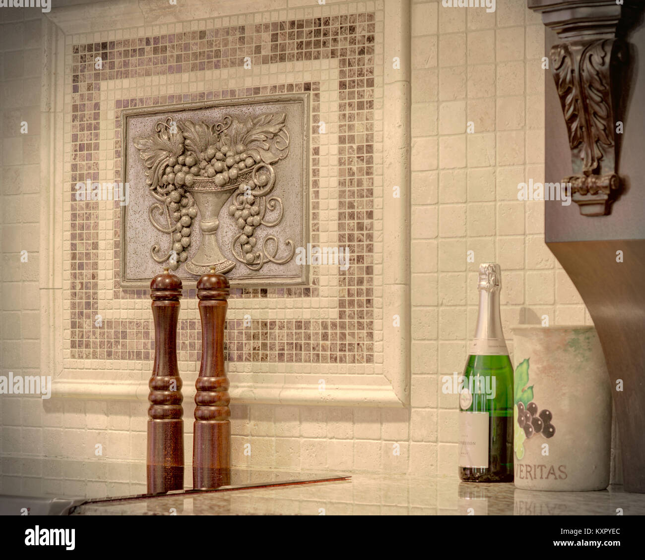 Olive Kitchen Tiles: Huile Stock Photos & Huile Stock Images