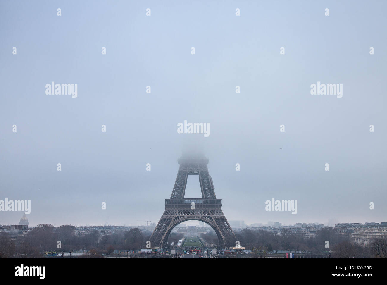 PARIS, FRANCE - DECEMBER 19, 2017: Panoramic view of the Eiffel Tower seen from Trocadero terraces, the top of the - Stock Image