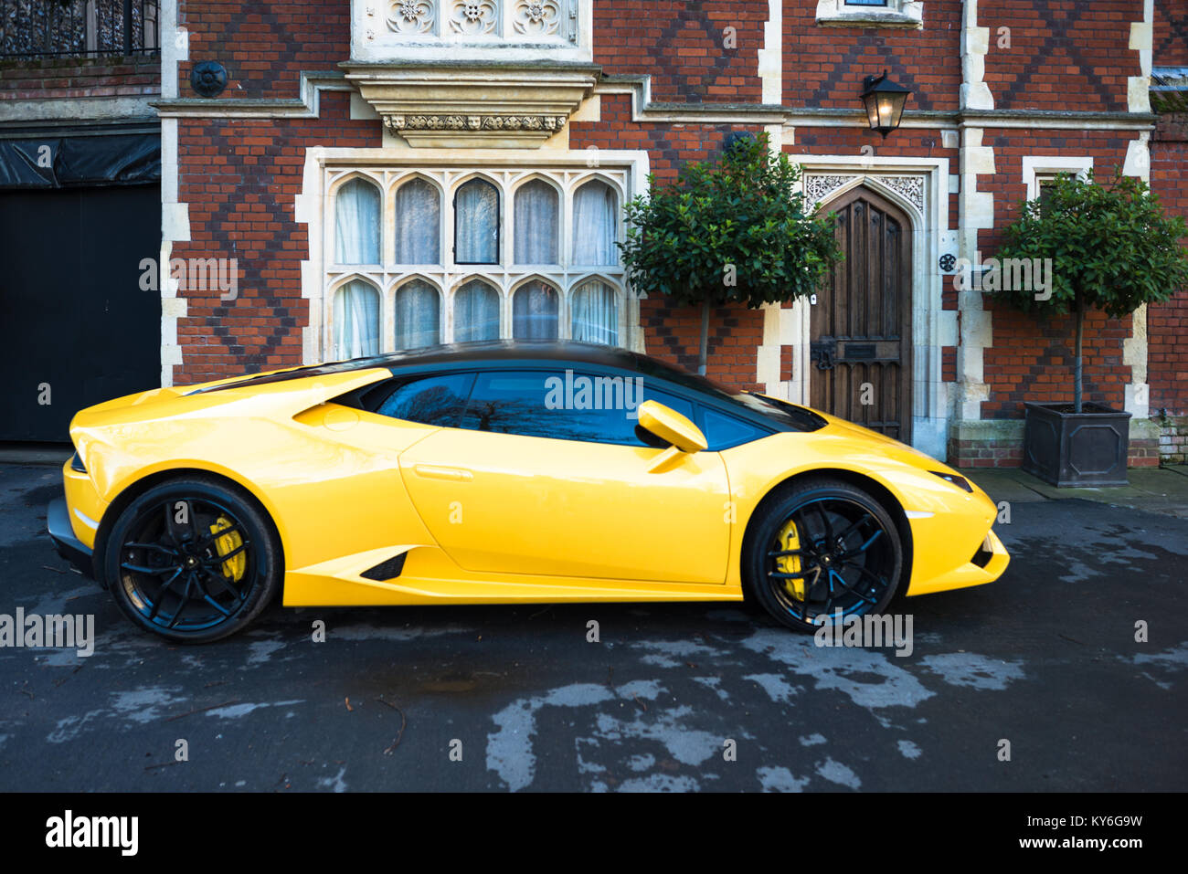 yellow-lamborghini-parked-outside-grand-