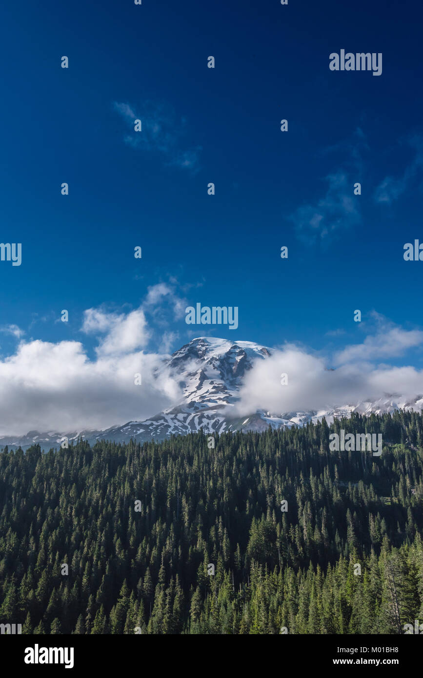 Cloudy Mount Rainier and Deep Blue Sky in summer - Stock Image