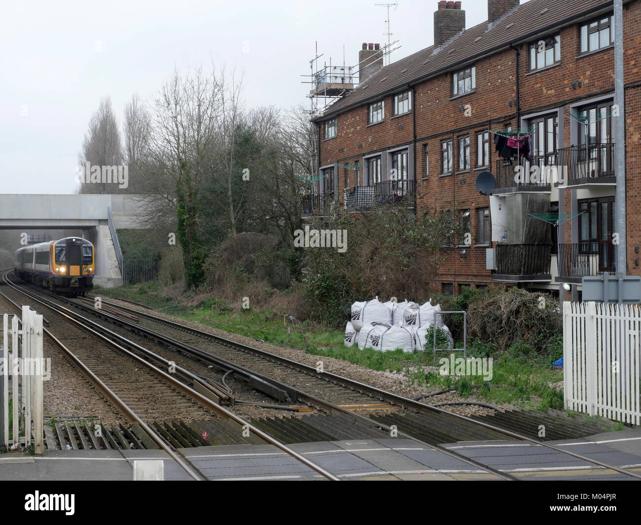 how to get from sholing to southampton central station
