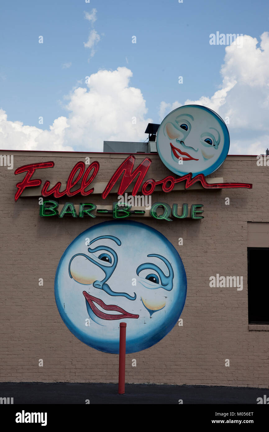 Full Moon Bar-b-que signs in Tuscaloosa, Alabama - Stock Image