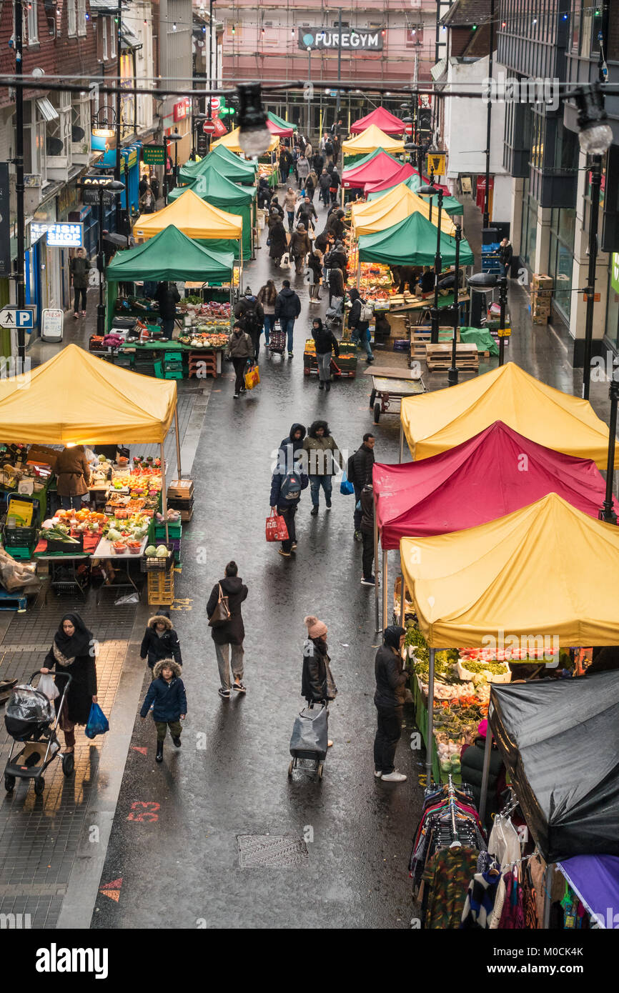 looking-down-at-surrey-street-market-in-croydon-south-london-from-M0CK4K.jpg