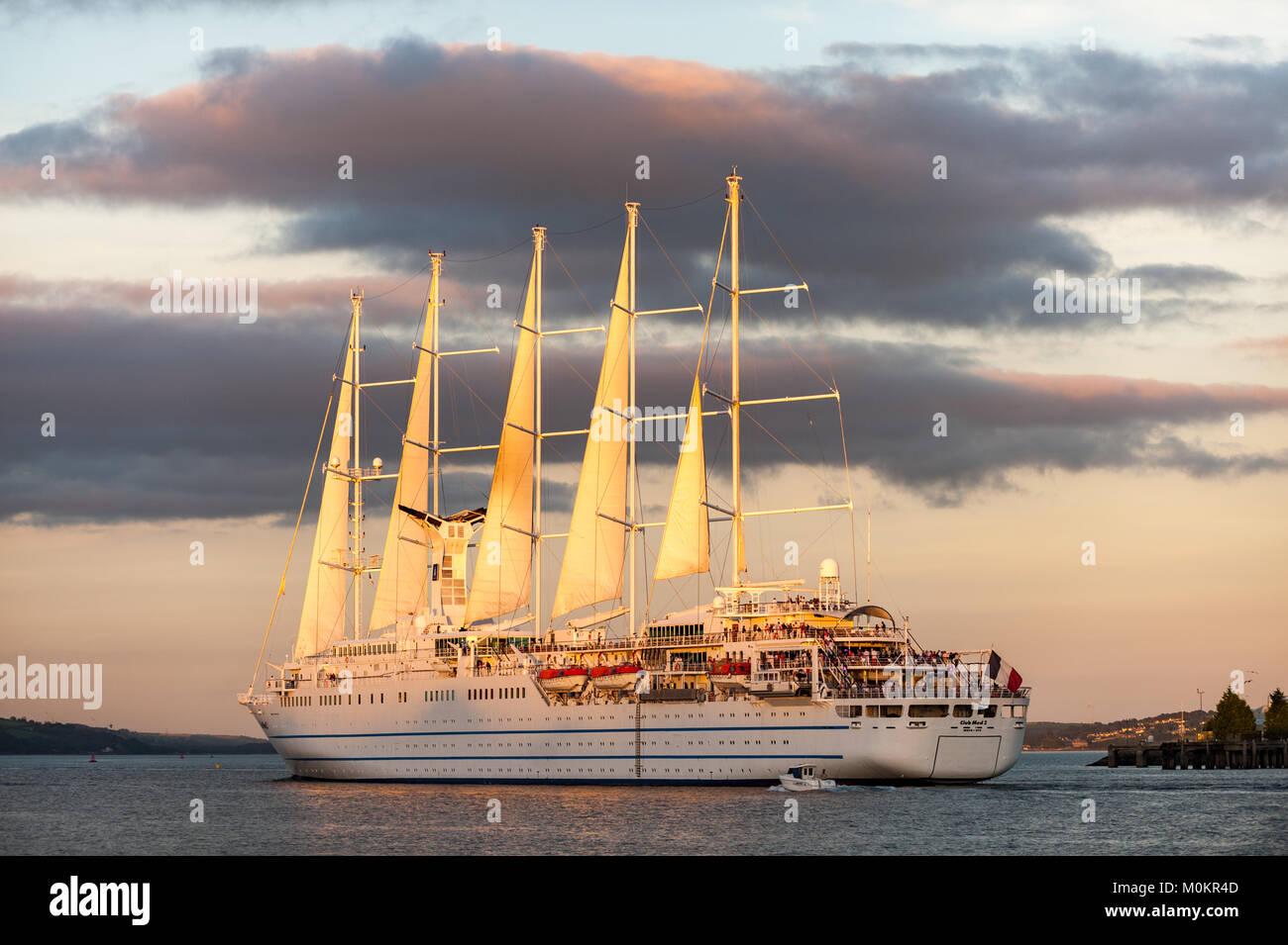 staysail-schooner-club-med-2-sails-throu