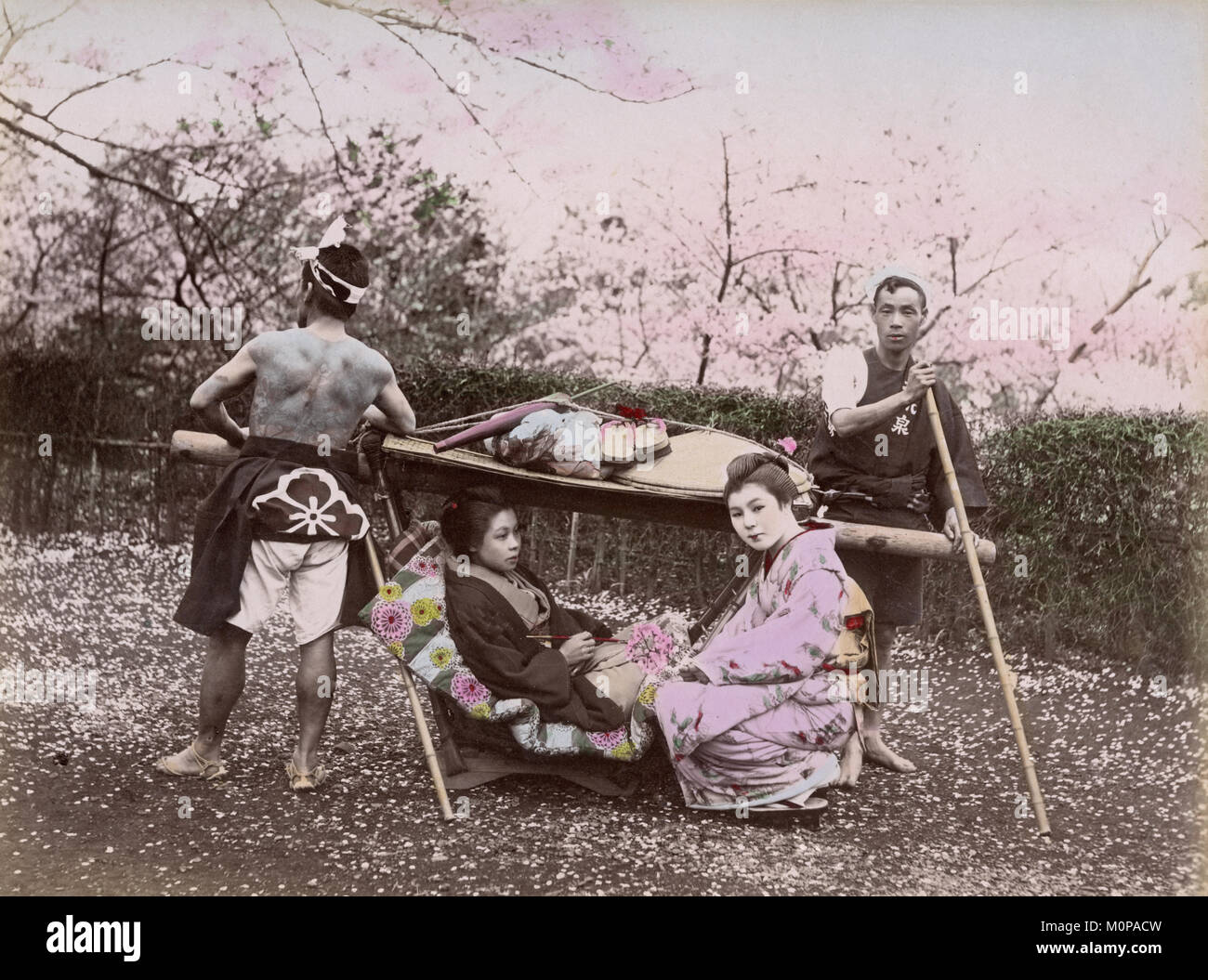 Canopied Bed Old Sedan Chair Stock Photos Amp Old Sedan Chair Stock