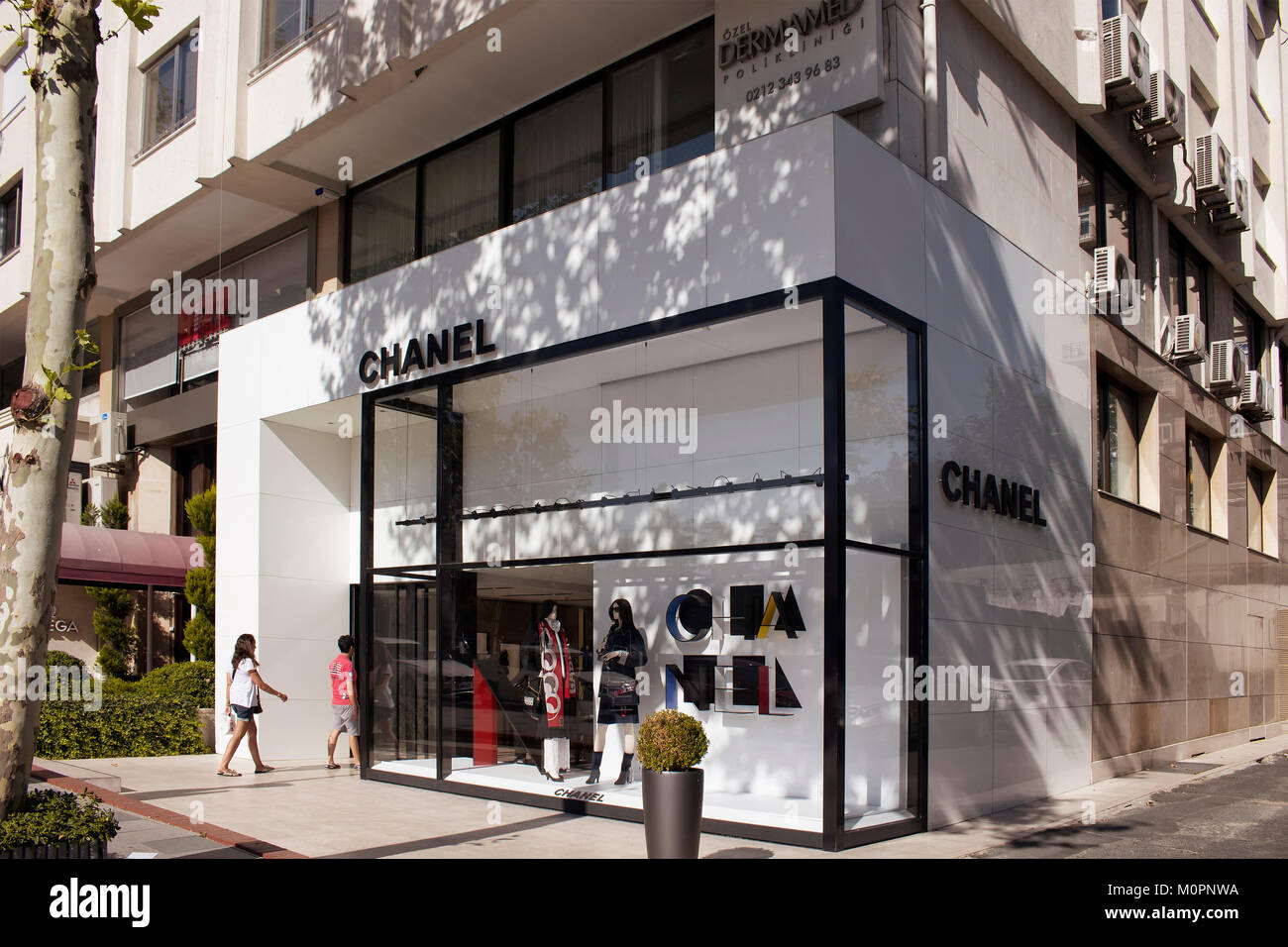 Popular french clothing stores