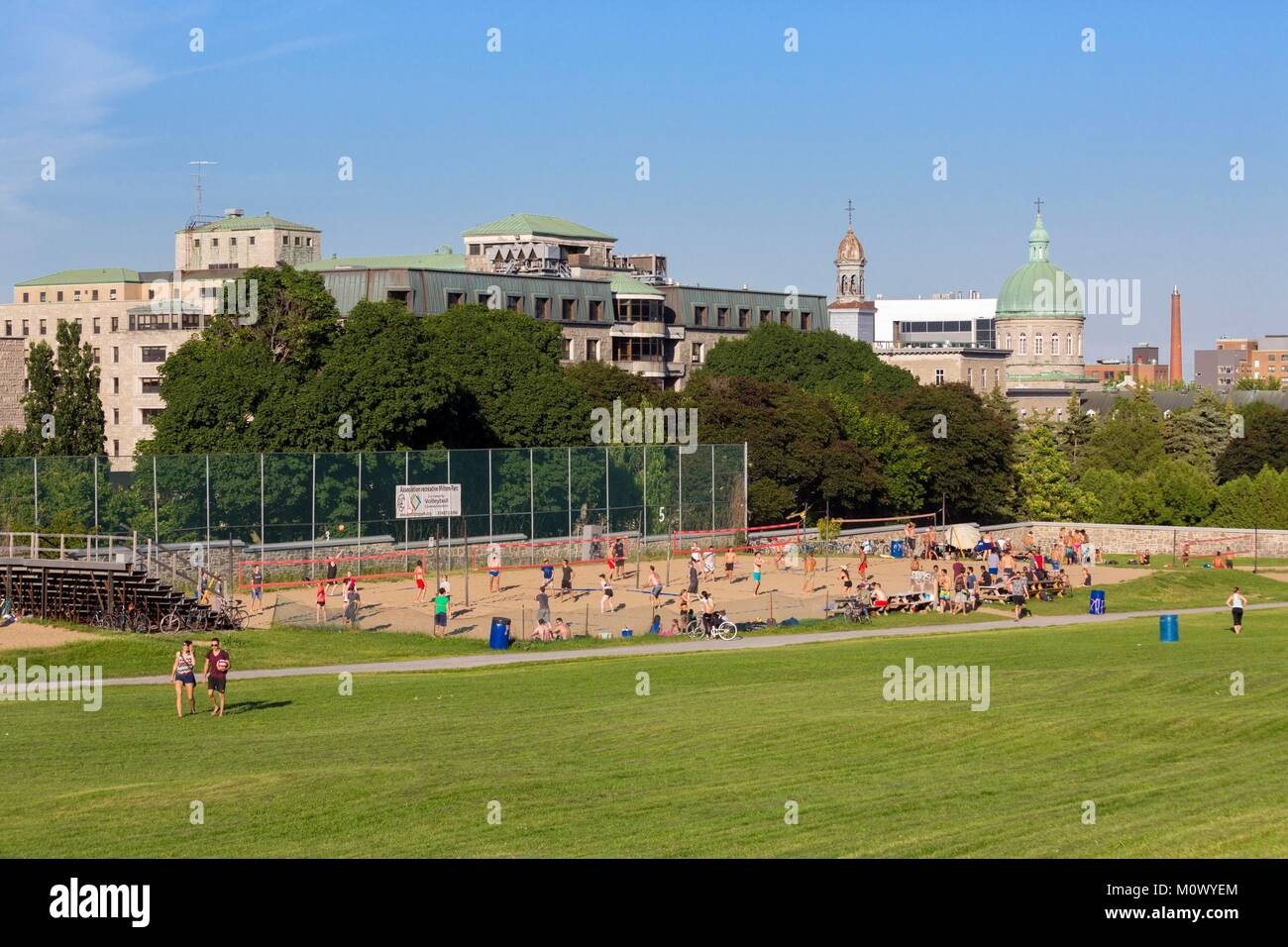 Canada,Quebec province,Montreal,Mount Royal,Jeanne-Mance Park in the heart of the city,beach volleyball courts,in - Stock Image