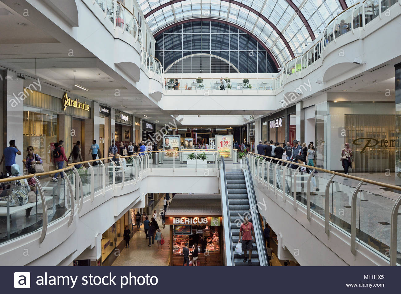 Shopping mall spain stock photos shopping mall spain stock images alamy - Centro comercial illa diagonal ...