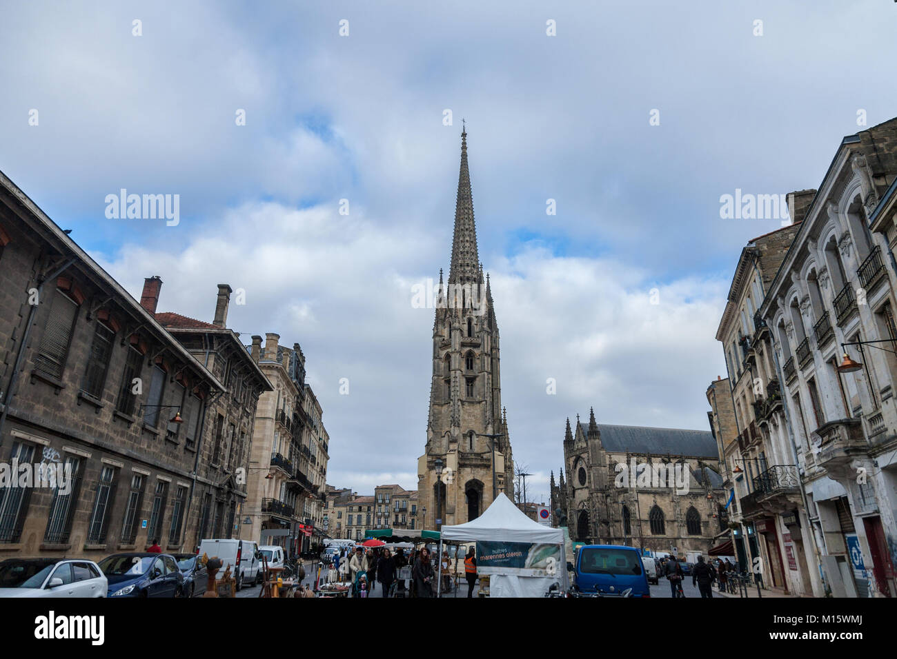 BORDEAUX, FRANCE - DECEMBER 24, 2017: St Michel Basilica (Basilique Saint Michel) with its iconic tower in the city - Stock Image