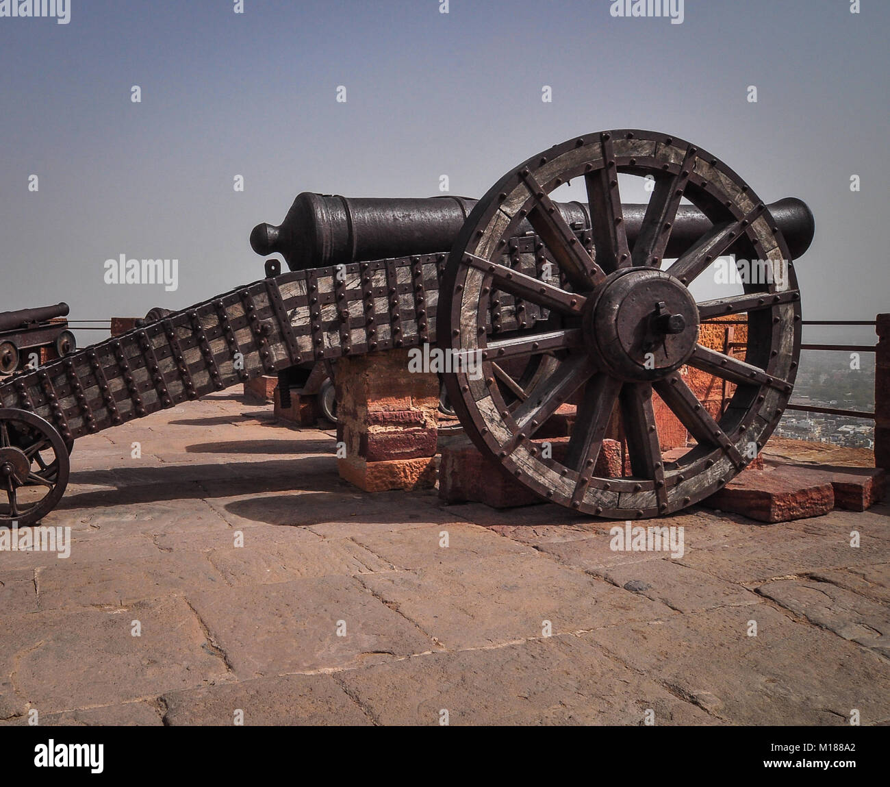 Ancient cannon on wheels of Mehrangarh (Mehran Fort) in Jodhpur, Rajasthan State, India. - Stock Image