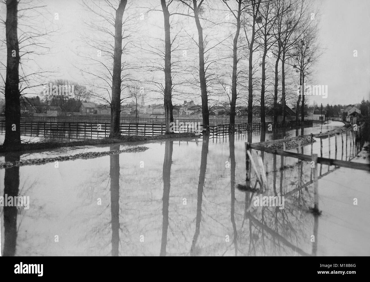 The historic flooding of Paris in the year 1910, flooded fields near Coulommiers for the growth of the Marna river - Stock Image