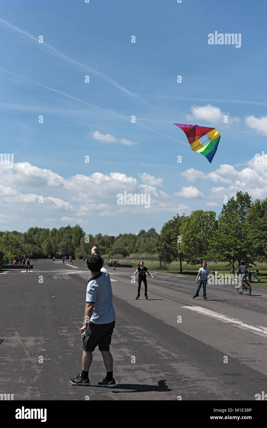 Boy makes a kite climb on the nature and recreation area. Old airfield in Frankfurt-Bonames - Stock Image