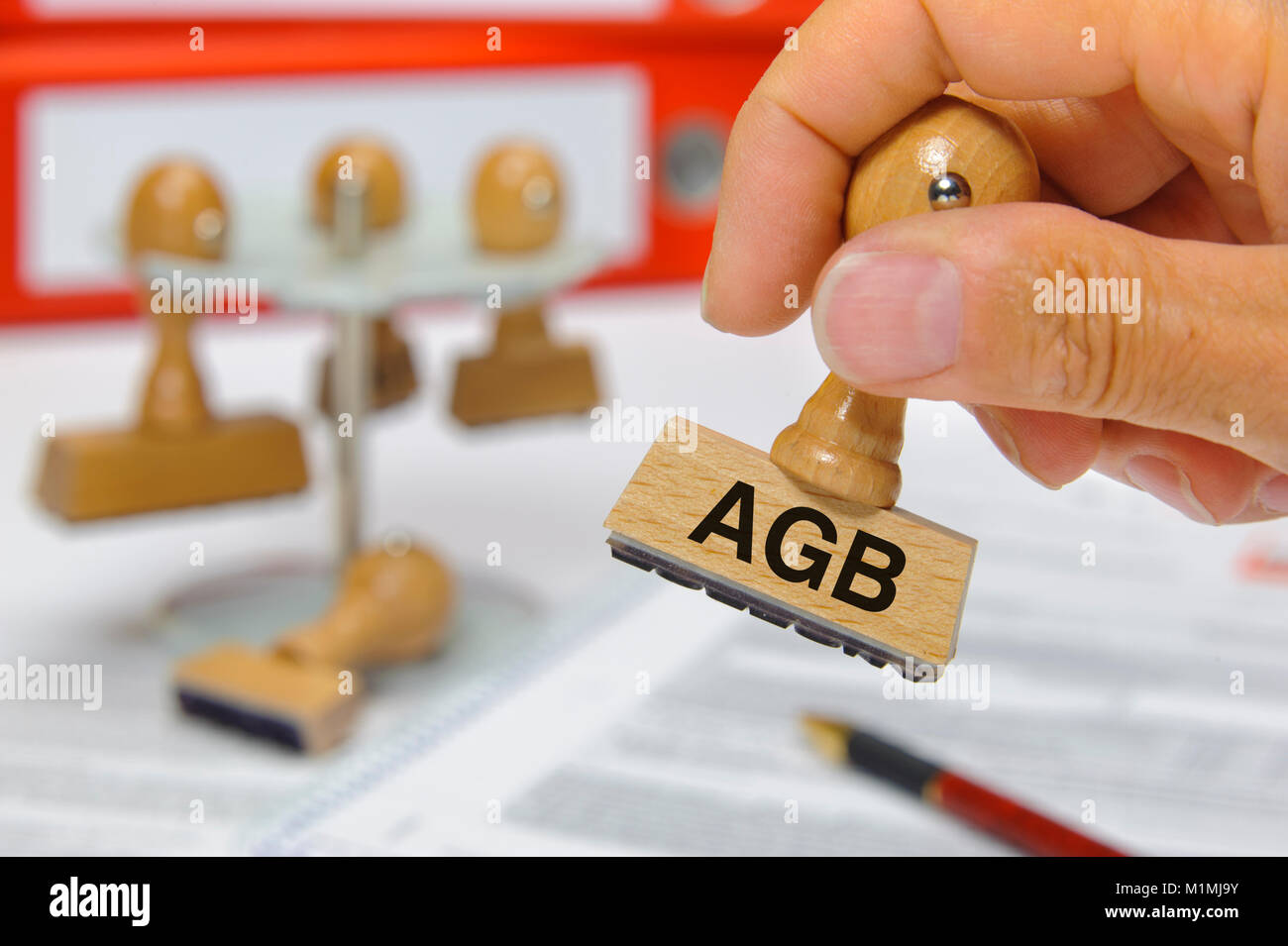 Stempel in Hand beschriftet mit AGB - Stock Image