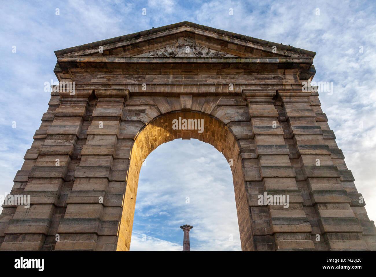 Porte d'Aquitaine (Aquitaine Gate) with its symbolic arch and column on Place de la Victoire Square in Bordeaux, - Stock Image