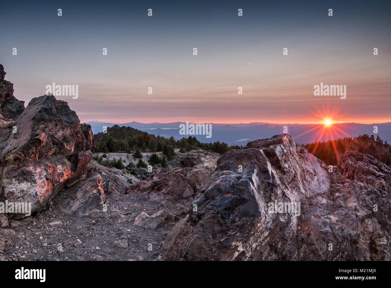 Sunset Lights Up Rocks on Paulina Peak - Stock Image