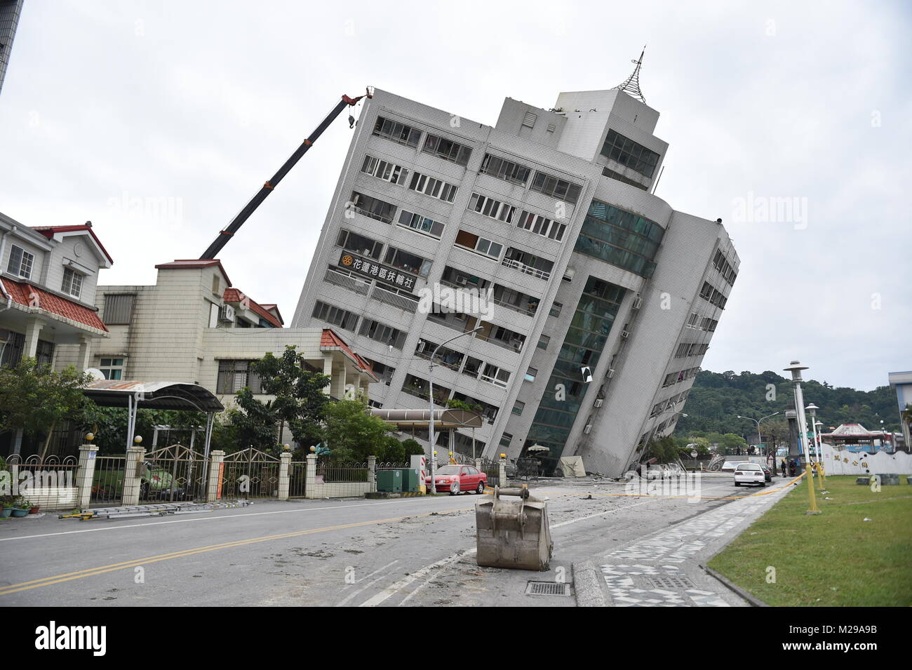 Taipei's Taiwan. 7th Feb, 2018. A building is tilted in quake-hit Hualien County, southeast China's Taiwan, - Stock Image