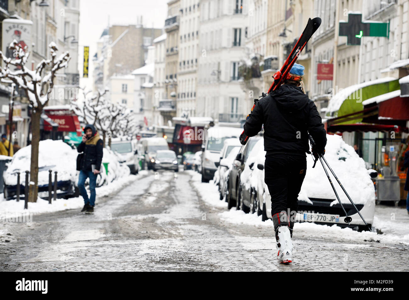 Paris, France. 7th Feb, 2018. Montmartre area under heavy snow on 7th February 2018 Credit: Frédéric VIELCANET/Alamy - Stock Image