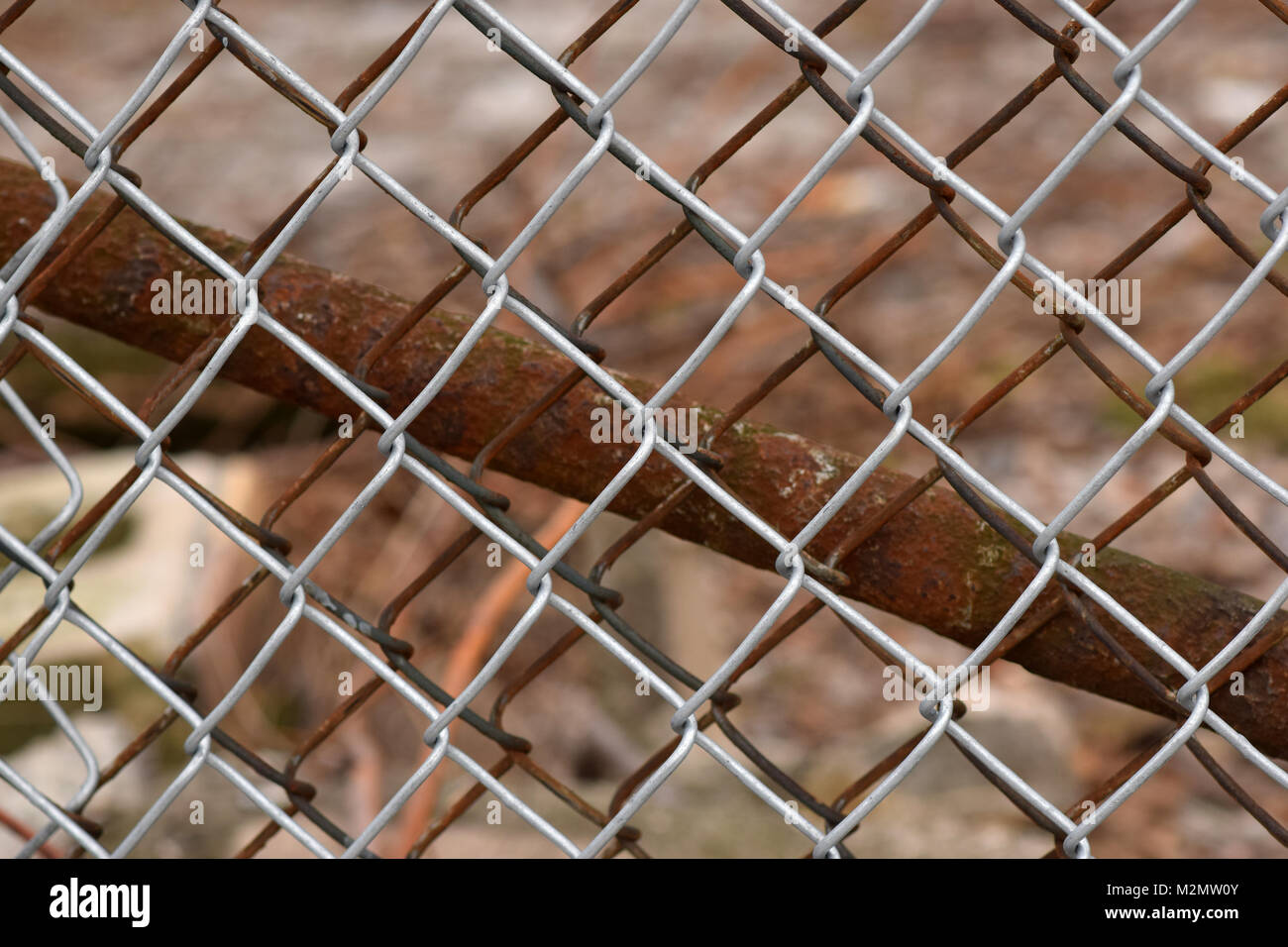 how to fix a rusty chain link fence