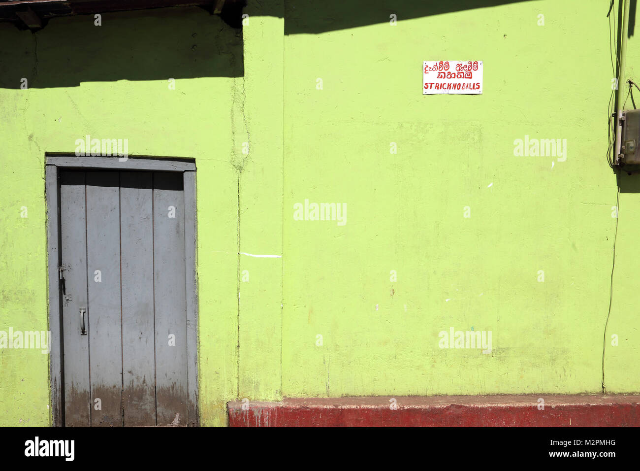 Nuwara Eliya Hill Country Central Province Sri Lanka Doorway and Sign For No Billboards - Stock Image
