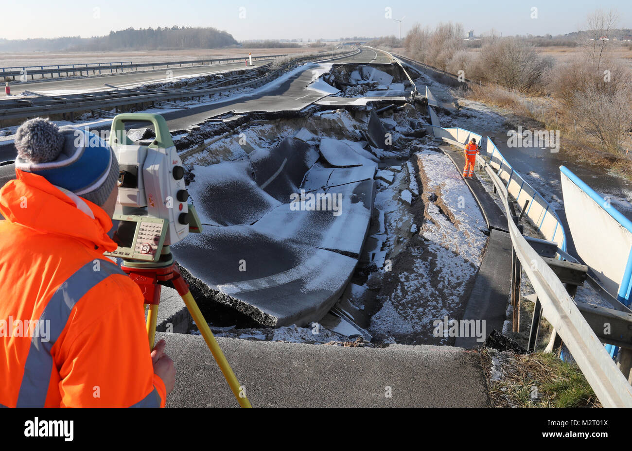 Tribsees, Germany. 07th Feb, 2018. Surveyors of the State Office for Traffic and Transport scan the sagged Baltic - Stock Image