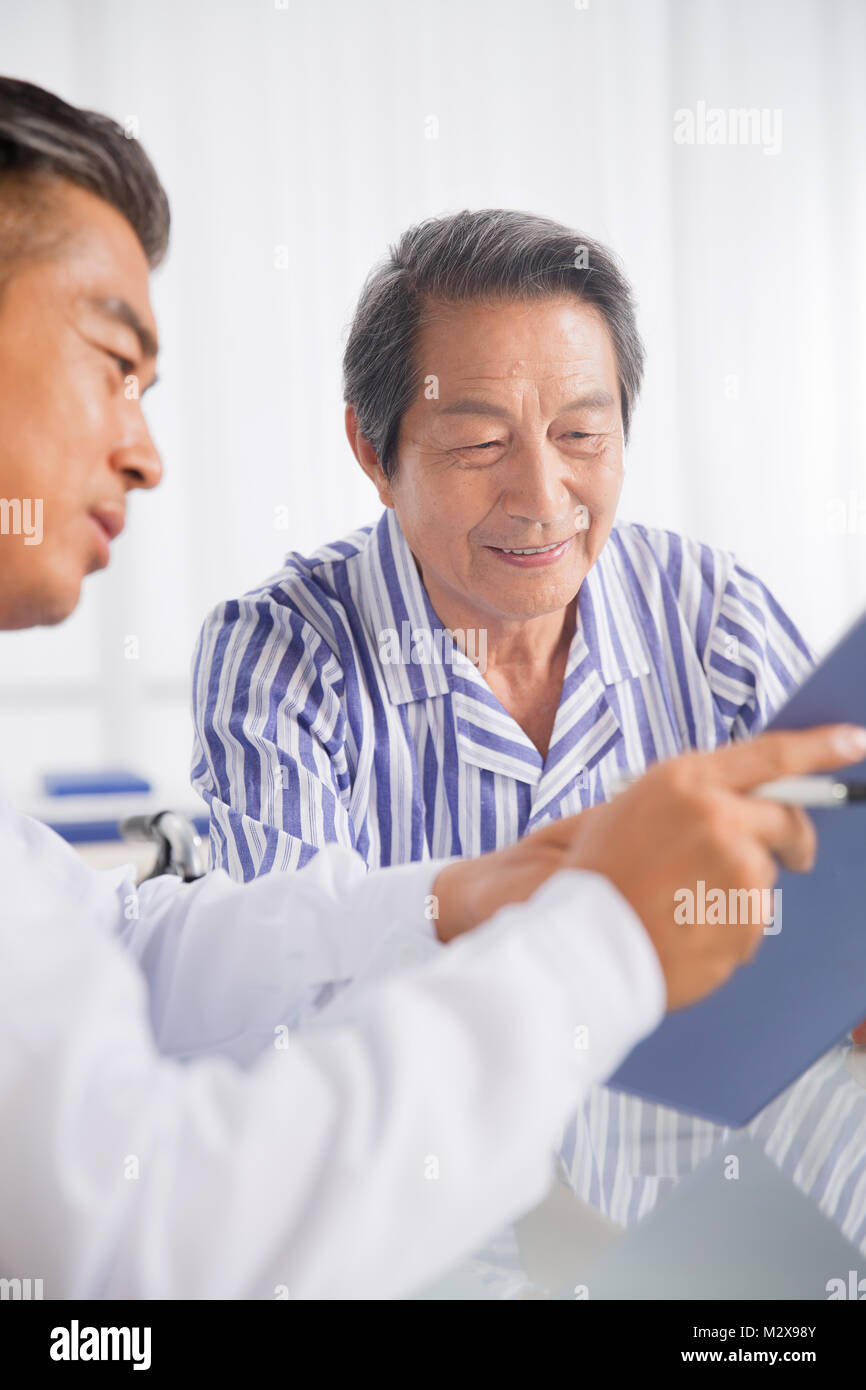 The doctor and the patient communication - Stock Image
