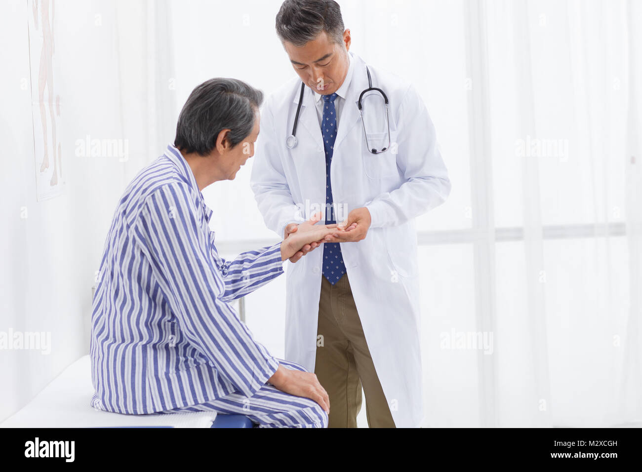 The doctor examined the patients - Stock Image